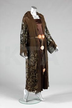 A Paul Poiret dinner gown, circa 1918-20, labelled 'Paul Poiret à Paris