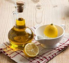 kidney cleanse remedies How To Dissolve Kidney Stones Naturally Without Surgery - More than of the world's population will get kidney stones at least once in their lifetime. Here is how to dissolve those stones naturally using home remedies Olive Oil Hair Mask, Kidney Detox Cleanse, Lemon On Face, Lemon Olive Oil, Kidney Stones, Beauty Recipe, Hair Care Tips, Acne Scars, Olives
