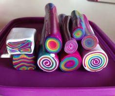 Rainbow cane #mirajolie # polimeri clay Sculpey Clay, Cute Polymer Clay, Polymer Clay Canes, Polymer Clay Projects, Polymer Clay Earrings, Clay Crafts, Cane Fimo, Clay Magnets, Polymer Clay Christmas