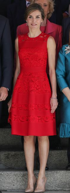 Doña Letizia attends the celebration of the anniversary of the first democratic elections of June in Madrid on June Elegant Dresses, Pretty Dresses, Casual Dresses, Fashion Dresses, Dress Skirt, Lace Dress, Dress Up, Style Royal, Evening Dresses