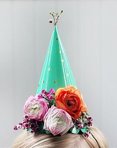 DIY floral party hats -- Use fresh, dried or silk flowers depending on whats cheap and available. Festa Party, Elmo Party, Mickey Party, Dinosaur Party, Do It Yourself Wedding, A Little Party, Party Decoration, Throw A Party, Animal Party