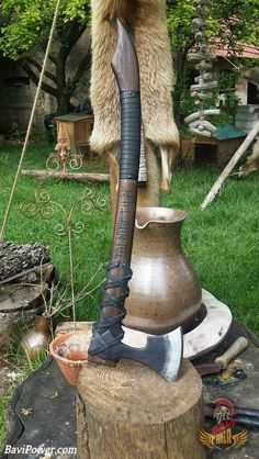 Fantasy/Viking axe defender It is engraved with an old poem in the runes of the younger Futhark: Mun þú wozz, We ek þik.
