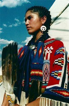 Native American dancer at Blackfoot pow wow, Montana. Native American Girls, Native American Beauty, American Indian Art, Native American Tribes, Native American History, American Pride, American Indians, Blackfoot Indian, Native Indian