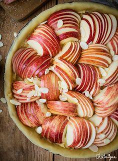 Tarte aux pommes et crème d'amandes Fall Recipes, Sweet Recipes, Keto Recipes, Cooking Recipes, Healthy Recipes, Apple Tart Recipe, Happy Foods, Food Humor, Food Videos