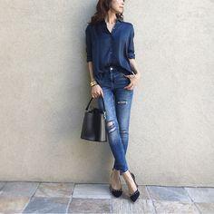・ ・ ほどよい光沢となめらかな 肌触りのキュプラシャツ 綺麗めに着るのもいいけど ダメージデニムと合わせて ドレスダウンする感じも好き♩ ・ cupra shirt @comptoirdescotonniers bracelet #hermes denim #zara bag #titivate #titivatestyle @titivatejp  pumps #pellico ・ ・ blogもupしました☻☺︎