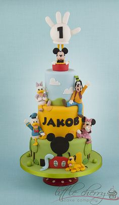 Mickey mouse and friends cake Theme Mickey, Mickey And Minnie Cake, Bolo Mickey, Mickey Cakes, Minnie Mouse Cake, Mickey Mouse Clubhouse Birthday Party, Mickey Mouse Parties, Mickey Party, Mickey Mouse And Friends