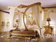 http://www.modadekorasyon.tv/klasik-yatak-odasi-mobilya-tasarimlari.html/altin-varakli-islemeli-ile-luks-dizayn-edilmis-gosterisli-klasik-yatak-odasi-cesiti