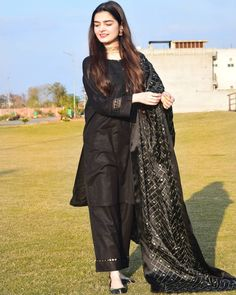Stylish Dresses For Girls, Stylish Dress Designs, Designs For Dresses, Casual Dresses, Eid Dresses, Modest Dresses, Stylish Girl, Bridal Dresses, Black Pakistani Dress