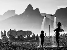 Picture of people rinsing off on the beach in Rio de Janiero, Brazil