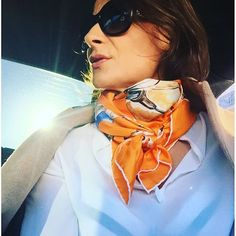 Instagram media v.l_carre_de_soie_ - #scarf #silkscarf #vlcarredesoie #vlcollection #frenchdesigner @za_fregevu_claracq #madeinitaly #orange #horses #elegance #VL #vlcollection #vlcarredesoie