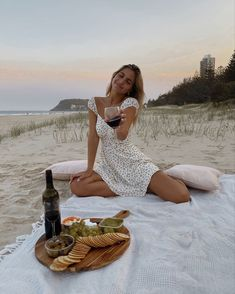 Lifestyle brand for all the adventurers at heart. Picnic Date, Summer Picnic, Picnic On The Beach, Beach Picnic Foods, Beach Aesthetic, Summer Aesthetic, Aesthetic Outfit, Picnic Pictures, Engagement Photography