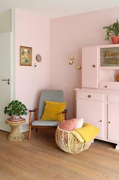 MY ATTIC / Binnenkijker / hometour / pink / roze / livingroom / huiskamer    Photography: Marij Hessel  www.entermyattic.com