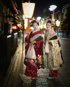 The Kimono Gallery: Photo Geisha Japan, Kyoto Japan, Okinawa Japan, Japanese Kimono, Japanese Art, Japanese Fabric, Geisha Samurai, Kabuki Costume, Memoirs Of A Geisha