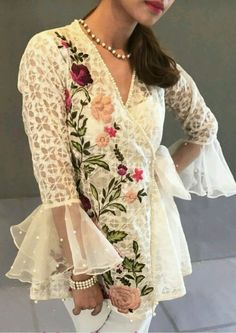 Favourite Pakistani Formal Dresses, Pakistani Outfits, Indian Dresses, Indian Outfits, Fashion Wear, Fashion Dresses, Look Short, Desi Clothes, Short Frocks