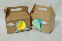 Caixa sacolinha personalizada tema balão. Ideal para lembrancinha de aniversário, chá de bebê e maternidade (nascimento). Personalizamos em outras cores e tema. Gabi Paper