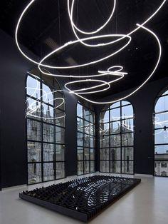 Neon per la IX Triennale di Milano (Neon Structure for the IX Triennale of Milan), 1951 - Lucio Fontana
