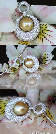 Magnificent Golden Southsea Pearl Pendant with Diamonds | 4.00 ct. G VS | Whitegold 18k - schmucktraeume.com Like: https://www.facebook.com/Noble-Juwelen-150871984924926/