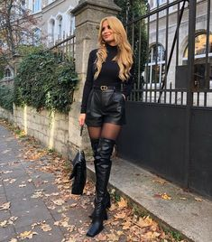 Sexy Outfits, Summer Outfits, Fashion Outfits, Thigh High Boots Heels, Knee Boots, Leather Dresses, Leather Outfits, Leather Shorts, Sexy Boots