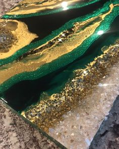 """Art by Agnes Rup on Instagram: """"Emerald green & gold 💎💕 #wip"""" Pour Painting, Texture Painting, Diy Painting, Emerald Green, Green And Gold, Gold Painted Walls, Green Paintings, Green Wall Art, Glitter Art"""