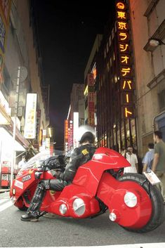 Note sure where else to put this, but the bike is kind of cosplaying, isn't it? AKIRA, KANEDA BIKE, a real motorcycle); Akihabara in Japan