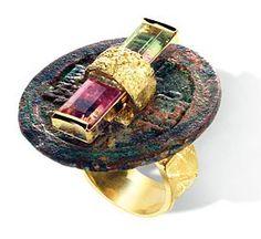 """Thierry Vendome. Bague """"Pékin"""" en or jaune, monnaie chinoise antique et tourmalines"""