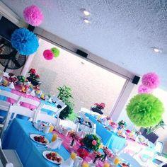 Centros de mesa, mantelería, pompones para tu evento