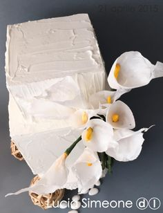 Luce, wafer paper flowers - Cake by Lucia Simeone