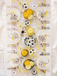 Dinner party arrangement by Thuss+Farrell.