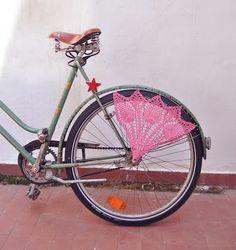 quelle belle façon de customiser son vélo :)