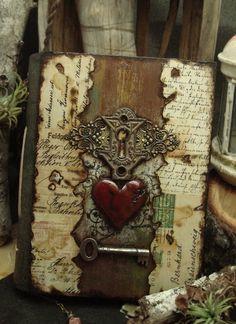 Buch mit Holz