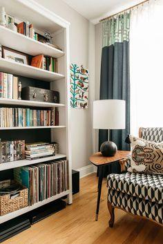 Bright Boho Sarah Montgomery Design, bookshelf styling, eclectic mid-century living room Use Creativ Home Decor Bedroom, Home Living Room, Interior Design Living Room, Living Room Designs, Living Room Decor, Bookshelf Styling, Bookshelf Design, Bookshelf Decorating, Decorating Ideas