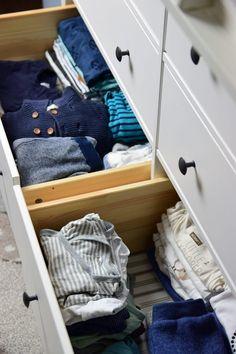 IKEA Hemnes als Wickelkommode mit Wickelaufsatz und Wickelauflage Ikea Organisation, Baby Time, Storage Chest, Cabinet, Furniture, Home Decor, Life Hacks, Nursery, Bebe
