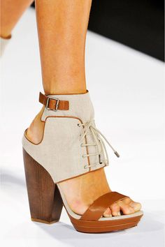 Brown and beige lace-up ankle strap chunky heel platform sandals. BCBG Max Azria, Ready-to-Wear Spring 2014 #NYFW Photo: IMAXtree, Matteo Volta