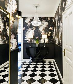 Glamorous bold design with chess-table floor, black walls and patterned wallpapers. Ellie Cashman Wallpaper, Budapest, Hallway Wallpaper, Broadway, Hallway Designs, White Rooms, Black Walls, Beautiful Space, House Rooms