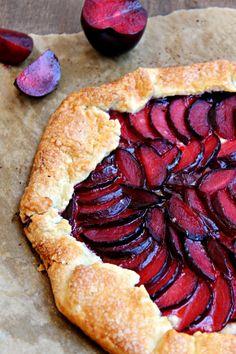Una tarta sencilla de frutas para un picnic muy especial