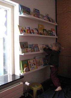 Diy bookshelf kids room book displays New Ideas Diy Books Rack, Book Racks, Kids Room Bookshelves, Bookshelf Storage, Floating Bookshelves, Book Storage, Record Storage, Bookcases, Book Display Shelf