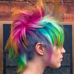 Dye your hair simple & easy to ombre pink hair color - temporarily use ombre pink hair dye to achieve brilliant results! DIY your hair ombre with hair chalk Mohawk Hairstyles, Pretty Hairstyles, Undercut Mohawk, Fantasy Hairstyles, Latest Hairstyles, Haircuts, Pravana Hair Color, Hair Colour, Short Punk Hair