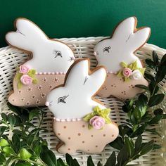 Passion cream and coconut biscuits - HQ Recipes Fancy Cookies, Iced Cookies, Cute Cookies, Easter Cookies, Royal Icing Cookies, Cupcakes, Cupcake Cookies, Coconut Biscuits, Easter Biscuits