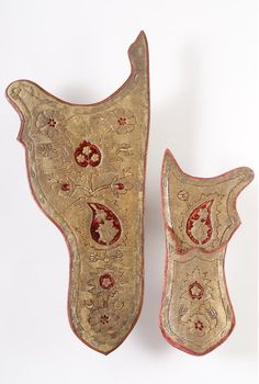 Quiver (Arrow case). Date: first half of the 17th century. Place of production: Turkey (Ottoman Empire). Materials: embroidered with gold thread; wadded with leather; embroidered with silver thread. Dimensions: length - 44cm, width - 20cm, depth - 8cm. Museum of Applied Arts