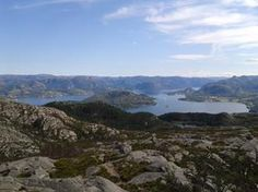 From Vårlivarden, 386 m, you have a panorama overlooking mixed woodlands and deciduous forest contrasting with open areas. Tourist Sites, Visit Norway, Stavanger, Hiking Tips, Places Ive Been, The Good Place, Tourism, Explore, Mountains