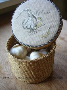 Cross stitched garlic basket for kitchen. Cross Stitch Kitchen, Just Cross Stitch, Cross Stitch Finishing, Cross Stitch Borders, Cross Stitch Flowers, Cross Stitch Designs, Cross Stitching, Cross Stitch Embroidery, Embroidery Patterns