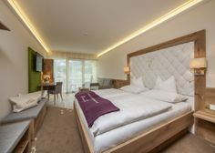 Country Hotel, Relax, Restaurant, Bed, Room, Furniture, Home Decor, Twist Restaurant, Bedroom