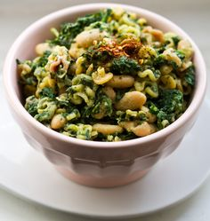 Vegan Power Lunch Pasta    This looks like a great recipe to make ahead and take with me to school! Love it