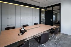 American Standard, Concave, Modern Buildings, Bold Colors, Lighting Design, Diffuser, Building Architecture, Table, Austria