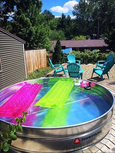 31 Clever Stock Tank Pool Designs and Ideas Diy Swimming Pool, Natural Swimming Pools, Kiddie Pool, My Pool, Natural Pools, Stock Pools, Stock Tank Pool, Galvanized Tub, Galvanized Stock Tank