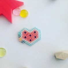 Items similar to Mini pin heart woven in beads miyuki delica-watermelon - weaving peyote - graphic atmosphere on Etsy Seed Bead Patterns, Beading Patterns, Diy Crafts Hacks, Pearler Beads, Brick Stitch, Beading Tutorials, Stitch Markers, Loom Beading, Beaded Flowers