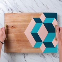 Geometric Tray DIY Geometry in the name of decor? That's a math lesson we can get behind. The post Geometric Tray DIY & Podcast kreativ appeared first on Geometric decor . Diy And Crafts Sewing, Diy Home Crafts, Diy Arts And Crafts, Diy Crafts Videos, Diy Videos, Creative Crafts, Wood Crafts, Wood Board Crafts, Fun Crafts