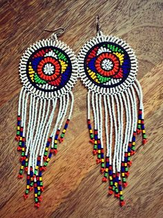 Beaded Queen Earrings – Made in South Africa colors) - African fashion Native Beadwork, Native American Beadwork, Beaded Shoes, Beaded Jewelry, Jewellery, African American Fashion, African Style, Leather Jewelry Making, African Fashion Designers