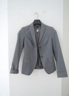 À vendre sur #vintedfrance ! http://www.vinted.fr/mode-femmes/blazers/26393541-blazer-gris-benetton