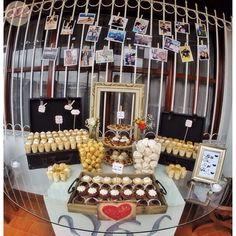 Cada vez que nos toca decorar una mesa de dulces y los dulces son de @gnavarro58 es inevitable que se vea hermosa y que provoque comerse todo. M D  #wedding #boda #decoracion #vintage #love #amor #photooftheday #flores #flowers #crafts #decolores #caracas #novia #bride #wishtree #picoftheday #venezuela #instabride  #hechoamano #creativo #instalove #instagood #instamood #centrosdemesa #centerpieces #sign #chalkboard #pizarra #message #Padgram